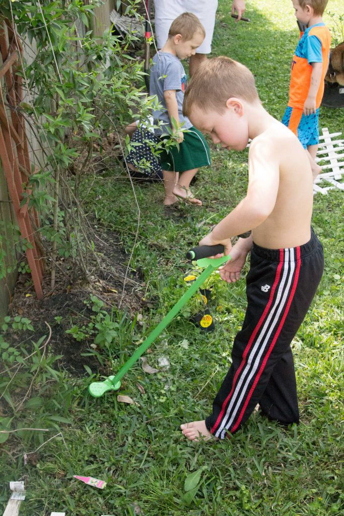 Teach your kids to garden with Weed Zinger -3
