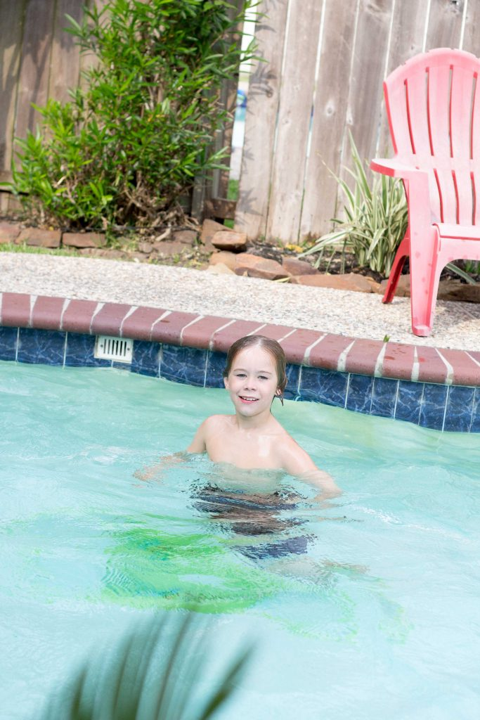 Ways to help your little one be confident in the water -3