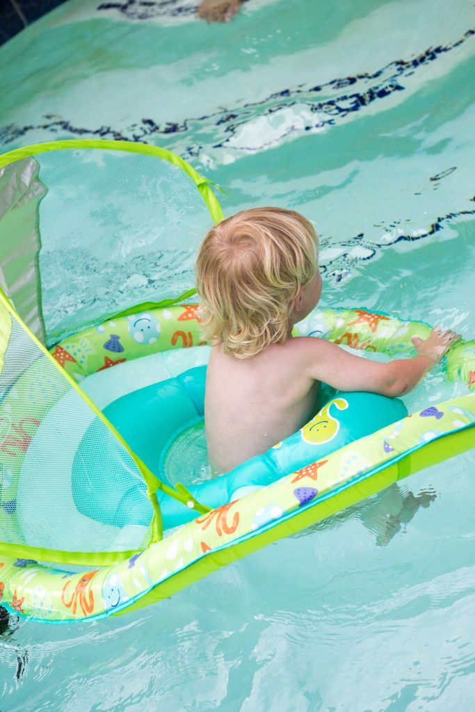 Ways to help your little one be confident in the water -4
