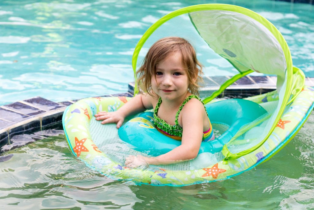 Ways to help your little one be confident in the water -6