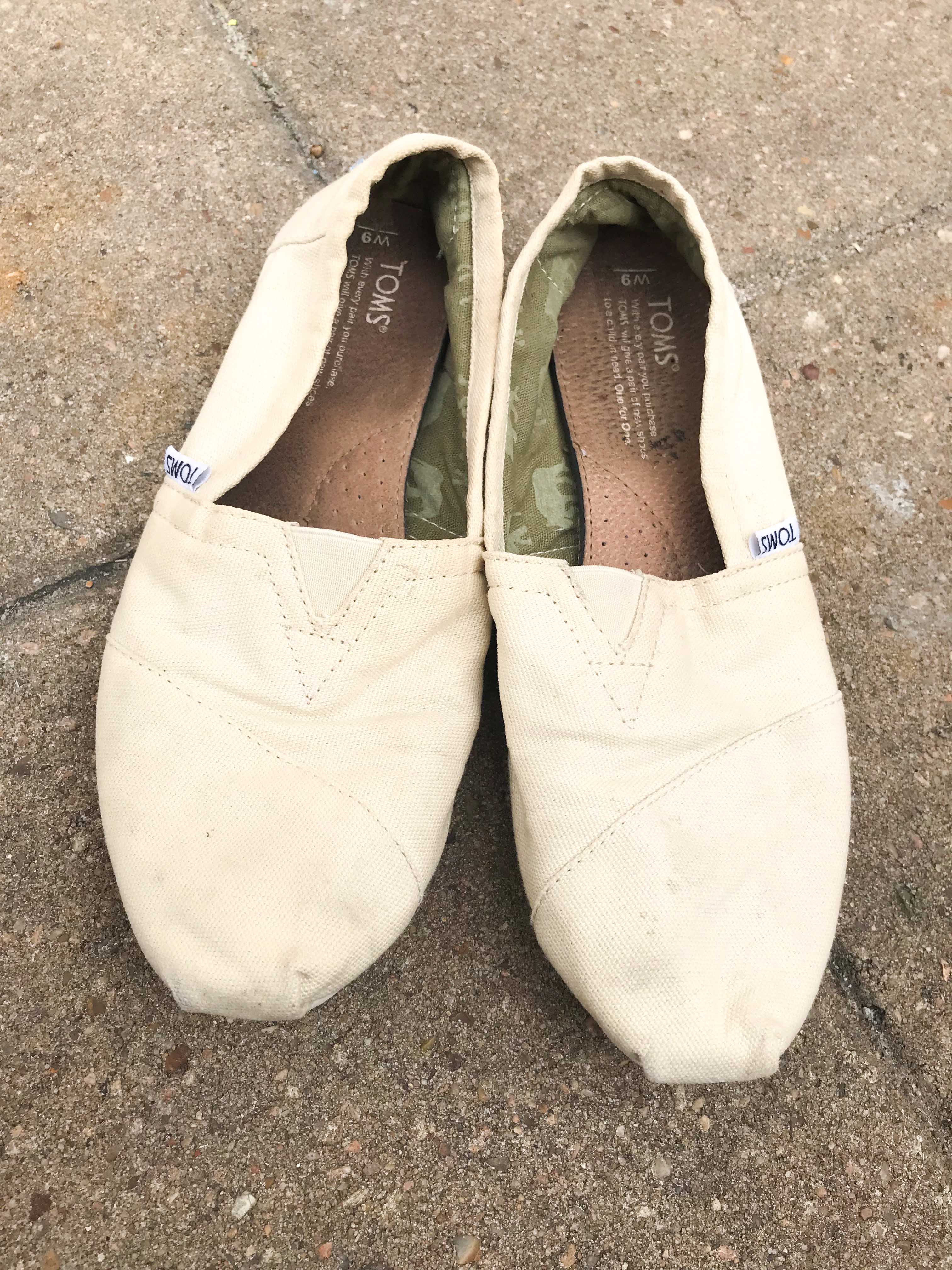How to clean canvas shoes & Toms shoes