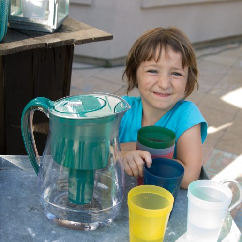 Tips for keeping the kids hydrated, saving money & the helping the environment all summer long